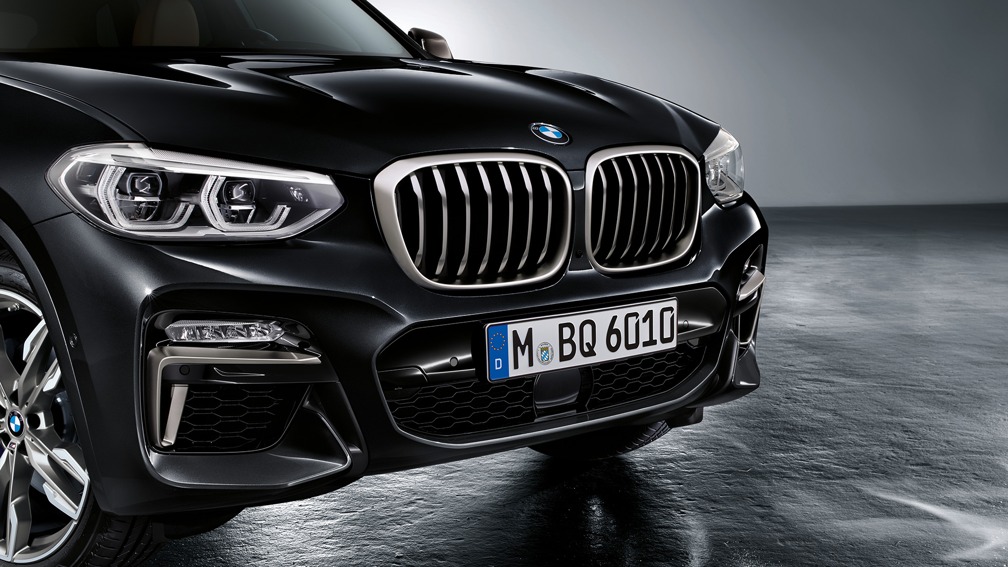 BMW X3 M40i in Black Sapphire metallic, exterior, front with design elements in Cerium Grey.